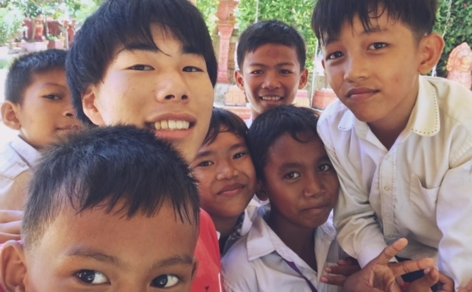 カンボジアでチャイルドケア&地域奉仕活動 吉村柊人